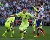 Lionel Messi comemora gol da vitória do Barcelona por 1 x 0 sobre Atlético de Madri. 17/05/2015 REUTERS/Andrea Comas