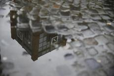 A Deutsche Bank office is reflected in a puddle in Hanau, Germany, in this April 27, 2015 file picture.  REUTERS/Kai Pfaffenbach/Files