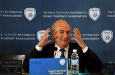 Presidente da Fifa, Sepp Blatter, durante entrevista coletiva em Jerusalém nesta terça-feira. 19/05/2015 REUTERS/Ammar Awad