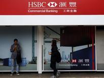 Logo do HSBC visto em filial do banco em Hong Kong.   03/03/2015   REUTERS/Bobby Yip