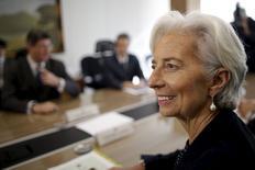 La directora gerente del Fondo Monetario Internacional, Christine Lagarde en una reunión con el ministro de hacienda brasileño, Joaquim Levy, en Brasilia, 21 de mayo de 2015. Los esfuerzos de Brasil para incrementar sus ahorros del superávit primario son cruciales para que el país recupere la confianza de los inversores, dijo el viernes la responsable del Fondo Monetario Internacional. REUTERS/Ueslei Marcelino