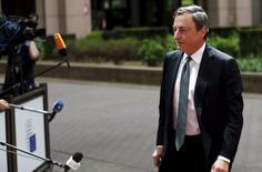 El presidente del BCE, Mario Draghi antes de una reunión de ministros de finanzas de la zona euro, en Bruselas, el 11 de mayo de 2015. El presidente del Banco Central Europeo instó a los países de la zona euro a reformar sus economías, advirtiendo que el crecimiento a futuro será modesto de cara al desempleo arraigado y la baja inversión. REUTERS/Francois Lenoir