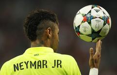 Neymar durante partida contra o Bayern de Munique pela Liga dos Campeões, na Alemanha.  12/05/2015       Reuters / Ina Fassbender