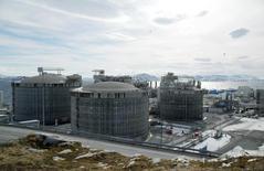 Завод СПГ в Норвегии. 22 апреля 2013 года. Норвегия стала крупнейшим поставщиком газа в Западную Европу в конце 2014 - начале 2015 года, вытеснив Россию на второе место, свидетельствуют статистические данные экспортеров двух стран. REUTERS/Nerijus Adomaitis