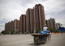 A Pékin. Le Premier ministre chinois Li Keqiang a redit lundi que la Chine devrait afficher une croissance d'environ 7% cette année après un produit intérieur brut (PIB) en hausse de 7,4% en 2014, ce qui avait constitué le plus faible taux de croissance depuis 24 ans. /Photo prise le 26 mai 2014/REUTERS/Kim Kyung-Hoon