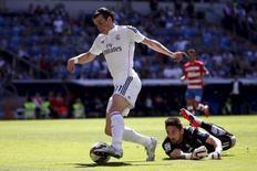 Gareth Bale, do Real Madrid, em lance de jogo contra o Granada, no Santiago Bernabéu, em Madri, na Espanha, em abril. 05/04/2015 REUTERS/Juan Medina