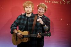 Músico Ed Sheeran e sua estátua de cera no museu Madame Tussauds, em Nova York. 28/05/2015 REUTERS/Shannon Stapleton