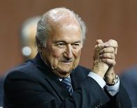 Presidente da Fifa Joseph Blatter comemora vitória em eleição. 29/5/2015.  REUTERS/Arnd Wiegmann