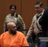 "Rap mogul Marion ""Suge"" Knight (L) appears in court for his murder trial in Los Angeles, California May 29, 2015.  REUTERS/Frederic J. Brown/Pool"