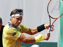 David Ferrer of Spain plays a shot to Simone Bolelli of Italy during their men's singles match at the French Open tennis tournament at the Roland Garros stadium in Paris, France, May 30, 2015.          REUTERS/Jean-Paul Pelissier