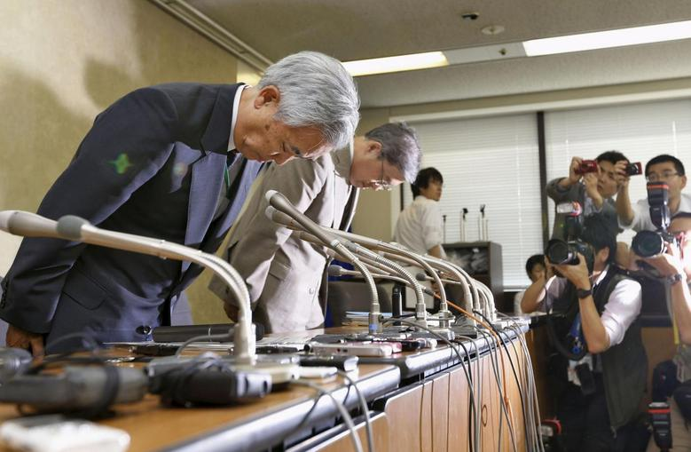 Toichiro Mizushima (L), president of the Japan Pension Service, bows as he offers an apology during a news conference in Tokyo, in this photo taken by Kyodo June 1, 2015. Mandatory credit REUTERS/Kyodo