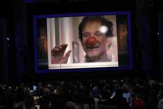Ator Robin Williams é mostrado em telona durante premiação em Los Angeles. 26/01/2015  REUTERS/Mario Anzuoni