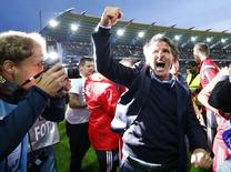 Hamburg SV's coach Bruno Labbadia celebrates after their German Bundesliga second leg relegation playoff soccer match against Karlsruhe SC in Karlsruhe, Germany June 1, 2015.    REUTERS/Kai Pfaffenbach  DFL RULES TO LIMIT THE ONLINE USAGE DURING MATCH TIME TO 15 PICTURES PER GAME. IMAGE SEQUENCES TO SIMULATE VIDEO IS NOT ALLOWED AT ANY TIME. FOR FURTHER QUERIES PLEASE CONTACT DFL DIRECTLY AT + 49 69 650050.