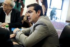 """El primer ministro griego, Alexis Tsipras, durante una reunión en Atenas, el 2 de junio de 2015. Los acreedores internacionales de Grecia están cerca de completar el borrador de un acuerdo de asistencia para presentar al Gobierno griego, dijo el martes a Reuters una fuente cercana a las conversaciones, mientras que Atenas informó haber enviado un paquete de reformas """"integral y realista"""" a sus prestamistas. REUTERS/Alkis Konstantinidis"""