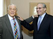 Ben Bradlee (L), a former Washington Post executive editor, and Bob Woodward, a former Post reporter, pose for a photo during a tour of the Richard Nixon Presidential Library, inside the Nixon birthplace home before their discussion about the Watergate Hotel burglary and stories for the Post, in Yorba Linda, California in this April 18, 2011 file photo. REUTERS/Alex Gallardo/Files
