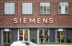 People enter a building of Siemens in Berlin November 6, 2014. REUTERS/Hannibal