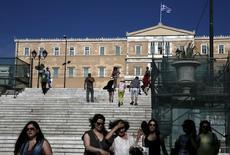 Les créanciers de la Grèce doivent présenter mercredi soir à la Grèce un projet d'accord sur sa dette, censé mettre fin aux spéculations sur une sortie d'Athènes de la zone euro et éloigner le spectre d'un défaut. /Photo prise le 2 juin 2015/REUTERS/Alkis Konstantinidis