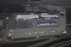 Usine Boeing de North Charleston, en Caroline du Sud. L'avionneur a déclaré s'attendre à une croissance de plus de 6% et peut-être de 6,5% du trafic aérien de passagers cette année, un chiffre qui serait supérieur à sa prévision de long terme, fixée à environ 5%. /Photo prise le 26 mars 2015/REUTERS/Randall Hill