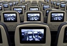 Les ventes de systèmes de divertissement en vol aux compagnies aériennes devraient progresser de plus de 10% par an pendant plusieurs années, notamment pour améliorer les connexions internet en vol, estime Dominique Giannoni, le directeur général d'InFlyt Experience, la filiale spécialisée de Thales. /Photo d'archives//REUTERS/Fabian Bimmer