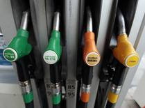 Petrol nozzles are seen in a gas station in Nice, December 5, 2014. REUTERS/Eric Gaillard