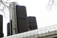 La sede de General Motors, en Detroit, Michigan, 3 de diciembre de 2013. Fiscales federales de Estados Unidos están considerando presentar cargos criminales por fraude de comunicaciones contra General Motors por no llamar a tiempo a una revisión a vehículos que sufrían fallas en sus sistemas de encendido, reportó el martes el diario Wall Street Journal. REUTERS/Joshua Lott