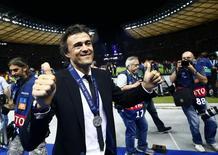 Técnico do Barcelona, Luis Enrique, comemora conquista da Liga dos Campeões após vitória sobre a Juventus, em Berlim. 06/06/2015 REUTERS/Kai Pfaffenbach