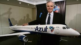 El fundador de JetBlue, David Neeleman, posa en una conferencia de prensa en Sao Paulo, 28 de mayo de 2008. El Gobierno de Portugal escogió el jueves al consorcio liderado por el inversor estadounidense-brasileño David Neeleman en la privatización de la aerolínea TAP, poniendo fin a un proceso de venta que enfrentaba una fuerte oposición de parte de muchos sindicatos. REUTERS/Paulo Whitaker