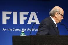 Presidente da Fifa, Jospeh Blatter, deixa entrevista coletiva na sede da entidade. 02/06/2015 REUTERS/Ruben Sprich