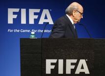 Presidente da Fifa Joseph Blatter deixa entrevista em Zurique.  2/6/2015.   REUTERS/Ruben Sprich