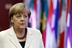 La canciller alemana Angela Merkel, llega para una cumbre entre la Unión Europea y la CELAC, en Bruselas, Bélgica, 10 de junio de 2015. La canciller alemana, Angela Merkel, mostró el viernes su apoyo al ambiente de tasas de interés bajas en la zona euro y sugirió que ellas habían apoyado los esfuerzos de reforma en países como España y Portugal al evitar que el euro se apreciara demasiado. REUTERS/Francois Lenoir