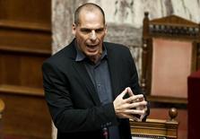 Le ministre grec des Finances, Yanis Varoufakis, affirme ne pas croire que les partenaires européens de la Grèce laisseront son pays sortir de la zone euro au moment où Athènes tente de conclure un accord avec ses créanciers avant la date du 30 juin. /Photo prise le 11 juin 2015/REUTERS/Alkis Konstantinidis