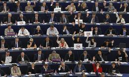 Members of the European Parliament take part in a voting session at the European Parliament in Strasbourg, France, June 10, 2015.  REUTERS/Vincent Kessler