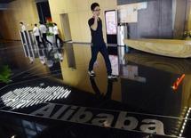 Alibaba va lancer dans environ deux mois un service de vidéo sur internet en Chine avec l'objectif de devenir l'équivalent de HBO ou Netflix aux Etats-Unis, a annoncé dimanche le responsable des loisirs numériques du groupe chinois. /Photo d'archives/REUTERS/China Daily