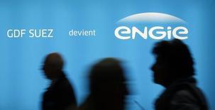 L'Etat français a annoncé mardi avoir confié à des banques le mandat de céder, en fonction des conditions de marché, un maximum de 0,9% du capital d'Engie (ex-GDF Suez) sur une durée maximale de trois mois. /Photoprise le 28 avril 2015/REUTERS/Benoit Tessier