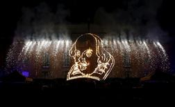 Foto de arquivo de imagem de William Shakespeare vista em queima de fogos em Stratford-upon-Avon. 23/04/2014 REUTERS/Suzanne Plunkett/Files