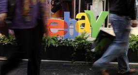Ebay, à suivre vendredi sur les marchés américains. Le conseil du site d'enchères en ligne a approuvé la nomination de Devin Wenig comme président-directeur général. /Photo d'archives/REUTERS/Tobias Schwarz
