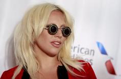 Lady Gaga no tapete vermelho antes da cerimônia do Hall da Fama de Compositores, em Nova York.   18/06/2015    REUTERS/Shannon Stapleton