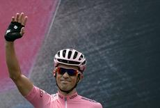 Tinkoff-Saxo rider Alberto Contador of Spain, pink jersey holder and overall leader, waves before the start of the 178 km (110 miles) 21st and last stage of the  98th Giro d'Italia cycling race from Turin to Milan May 31, 2015.  REUTERS/LaPresse/Fabio Ferrari