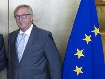 El jefe ejecutivo de la Unión Europea, Jean-Claude Juncker, a su salida de una reunión en Bruselas, jun 16 2015. Mientras Grecia amenaza con nuevos remezones en la zona euro, el jefe ejecutivo de la Unión Europea, Jean-Claude Juncker, presentó el lunes una visión que aboga por un control más estrecho de las economías de la zona monetaria, incluyendo la creación algún día de una Hacienda común en la zona euro. REUTERS/Yves Herman