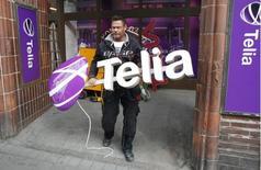 La Commission européenne va avertir le norvégien Telenor et le suédois TeliaSonera que le projet de fusion de leurs activités danoises soulève des questions en matière de concurrence, /Photo d'archives/REUTERS/Bob Strong