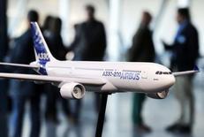 Airbus discuterait avec la Chine d'un contrat de 50 à 70 long-courrier A330 dans le cadre d'un projet visant à installer une nouvelle usine dans un pays où la croissance du transport aérien explose, /Photo prise le 13 janvier 2015/  REUTERS/Régis Duvignau