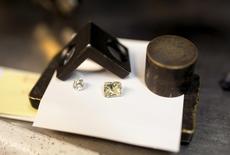 Diamonds are seen at a polishing factory in Ramat Gan near Tel Aviv, Israel June 22, 2015.  customers who prefer hi-tech gadgets to bling. Picture taken June 22, 2015.  REUTERS/Baz Ratner