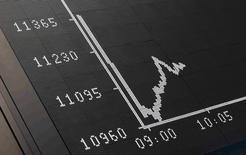 La curva del índice DAX, fotografiado en la Bolsa de Fráncfort, Alemania, 29 de junio de 2015. Las bolsas europeas se desplomaban a primera hora del lunes, y los bancos del sur de Europa sufrían declives pronunciados, después de que Grecia cerró sus bancos e impuso controles de capital por un agravamiento en sus problemas de deuda. REUTERS/Ralph Orlowski