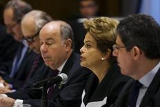 Presidente Dilma Rousseff ao lado do ministro Joaquim Levy em Nova York. 29/06/2015 REUTERS/Lucas Jackson