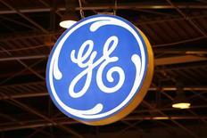 El logo de General Electric, fotografiado en una conferencia en París, Francia, 2 de junio de 2015. General Electric Co dijo que venderá su negocio europeo de financiamiento de fondos privados a una unidad de la compañía japonesa Sumitomo Mitsui Banking Corp (SMBC) por cerca de 2.200 millones de dólares. REUTERS/Benoit Tessier
