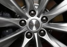 Tesla, à suivre sur les marchés américains. Le constructeur de voitures électriques a livré 11.507 véhicules au deuxième trimestre, un nouveau record qui représente une augmentation de 52% par rapport à la période équivalente de 2014. /Photo d'archives/REUTERS/Lucy Nicholson