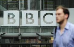 Logo da BBC visto no centro de Londres.   22/10/2012     REUTERS/Olivia Harris