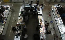 La croissance dans le secteur des services a été la plus faible en cinq mois en juin, montre une enquête menée par le cabinet Markit auprès des directeurs d'achats, suggérant que de nouvelles mesures de relance de l'économie peuvent s'avérer nécessaires. /Photo d'archives/REUTERS/Kim Kyung-Hoon
