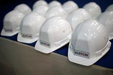 Alstom prend 0,72% vers 13h45, quand le CAC 40 perd 0,46% à 4.813,33 points. Le groupe a signé un contrat de fourniture 66 turbines éoliennes maritimes pour équiper le parc allemand de Merkur Offshore, un projet de 400 mégawatts (MW) situé en mer du Nord. /Photo d'archives/REUTERS/Stéphane Mahé