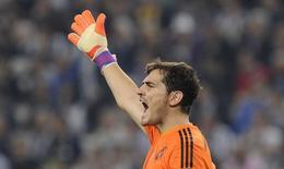 Goleiro do Real Madrid, Iker Casillas, durante jogo contra Juventus na partida de ida da semifinal da Liga dos Campeões, em Turim, na Itália, em maio. 05/05/2015 REUTERS/Giorgio Perottino
